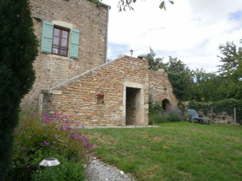 Gite de caractére, confortable , au calme, dans un petit village bourguignon ., holiday rental in Mellecey