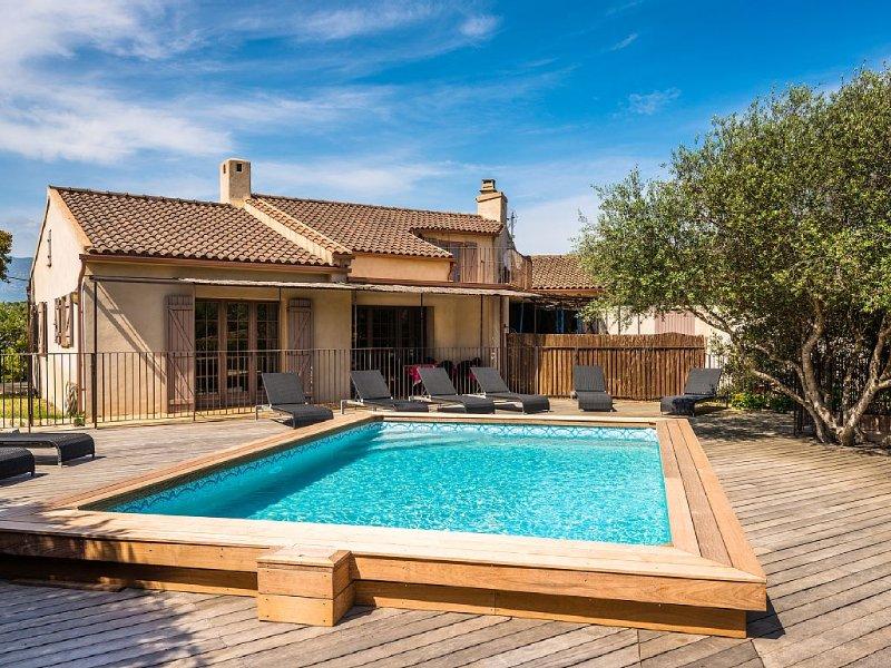 Villa 6/7 pers climatisée piscine chauffée, proximité plages et centre ville, aluguéis de temporada em Porto-Vecchio