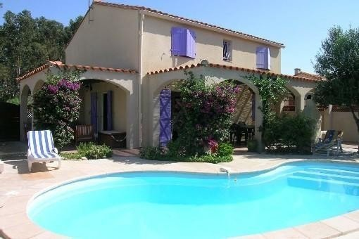 BELLE VILLA AVEC PISCINE PRIVEE pour 6 ou 7 PERSONNES, holiday rental in Villeneuve