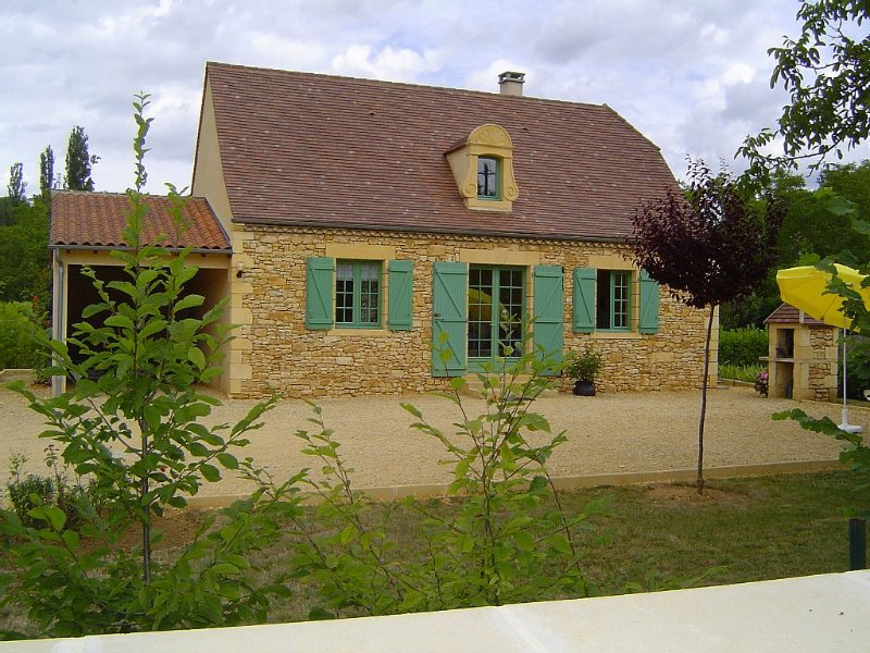 A 5km de Sarlat, Maison Périgourdine sur parc clos, aluguéis de temporada em Grolejac