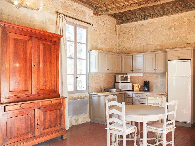 Appartement dans maison du 18e siècle à Uzès, face au château, 3 couchages, vacation rental in Uzes