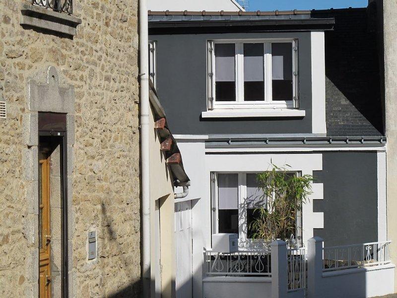 Maison de pêcheur bretonne restaurée dans quartier pittoresque, vacation rental in Hennebont