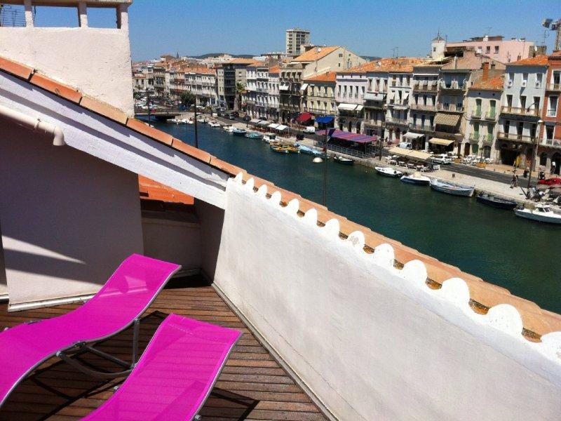 Contemporary bright apartment on Quai Royal with large terrace Sèt, aluguéis de temporada em Balaruc-les-Bains