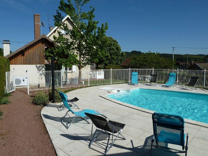 Maison  Sud Bourgogne avec piscine chauffée et privé- + Vérandas de 47 m2, holiday rental in Paray Le Monial