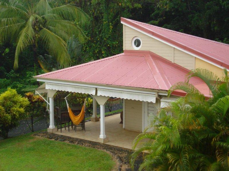 Petit Bourg, la villa Le Salako vous attend dans son écrin de verdure /2-6pers, aluguéis de temporada em Basse-Terre Island