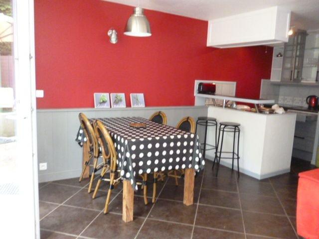 Appartement avec jardin, tout proche des thermes, peut accueillir 4 personnes, holiday rental in Thonon-les-Bains