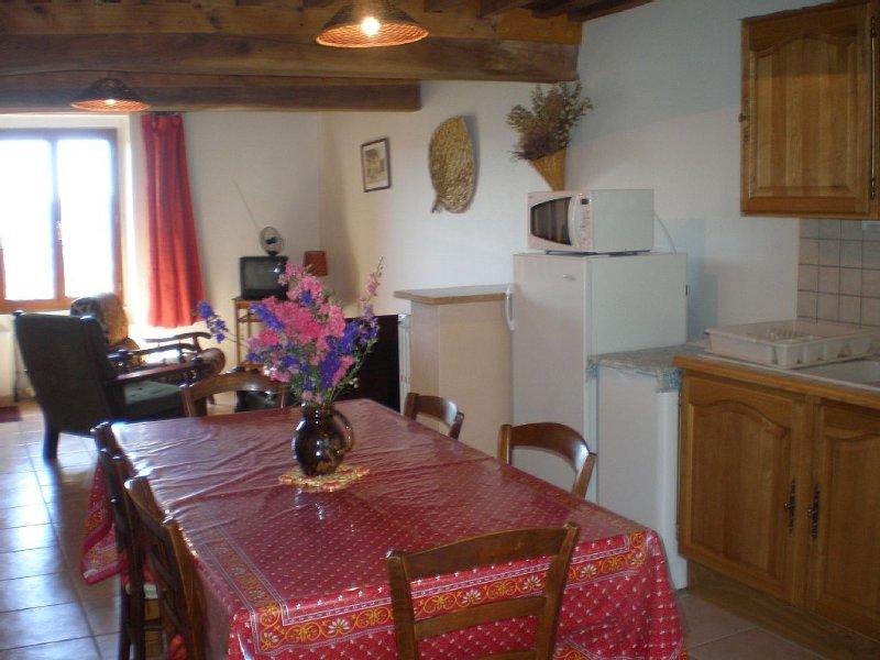 Gîte classé 2 étoiles avec vue panoramique sur les monts du Morvan ., holiday rental in Lucenay-l'Eveque