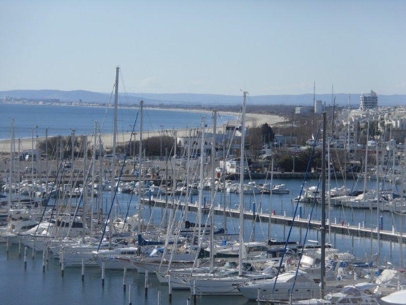 Appartement T3 haut standing vue port et mer La Grande Motte, holiday rental in La Grande-Motte
