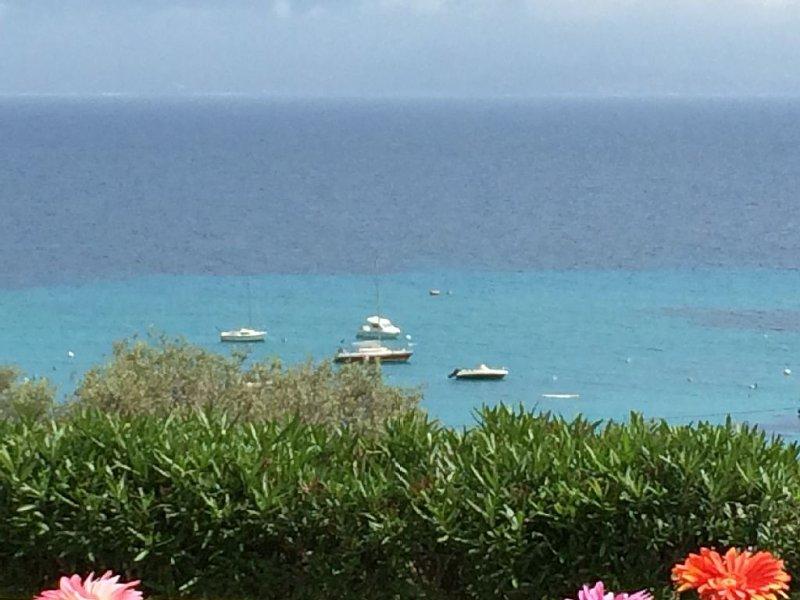 Vue mer Panoramique sur le Golfe d'Ajaccio,F2 tout confort ,pieds dans l'eau ., vacation rental in Ajaccio
