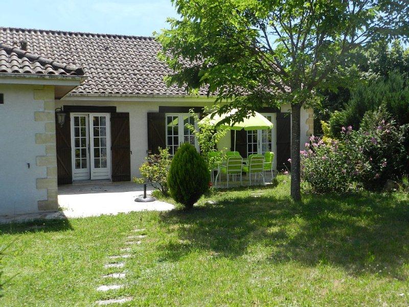 Jolie maison, plein pied, près de la Vézère, proximité  des Eyzies et  du Bugue, casa vacanza a Audrix