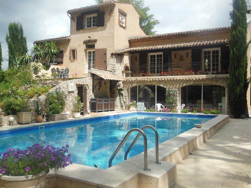 APPART 150 M2 DANS VILLA DE CHARME ( HAUT DE VILLA), vacation rental in La Roquette-sur-Siagne