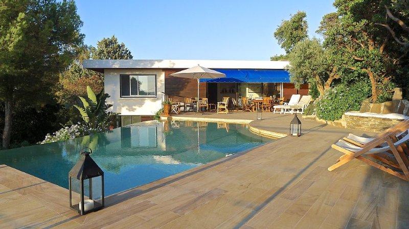 Domaine du Cap Nègre magnifique villa style le Corbusier à 3' de la mer, alquiler vacacional en Le Lavandou