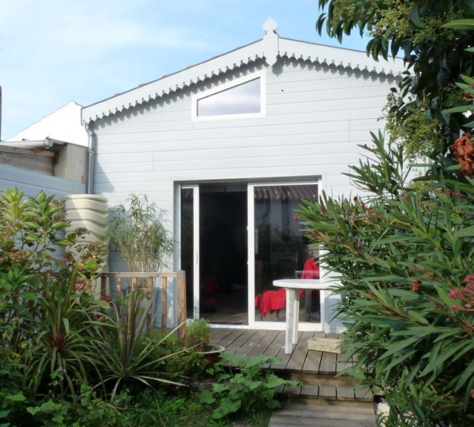 Charming house with garden near beach, parks, casino, downtown, vacation rental in La Rochelle
