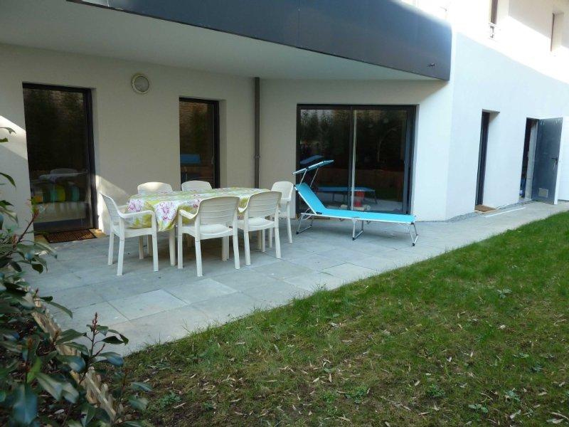 appartement avec jardin , 63 m2, proche plage et ville, calme et clos, holiday rental in Concarneau