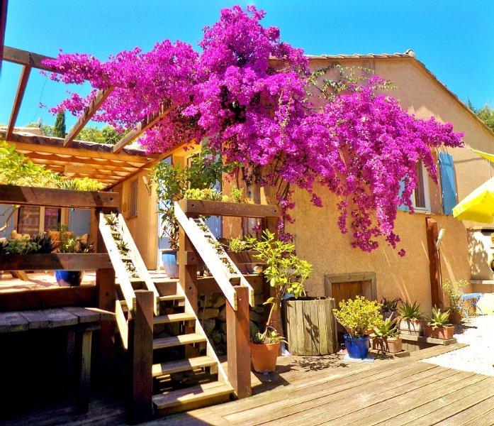 Vue mer et Corse,villa de plain-pied au calme, la plage à pied, proche d'Antibes, Ferienwohnung in Villeneuve-Loubet