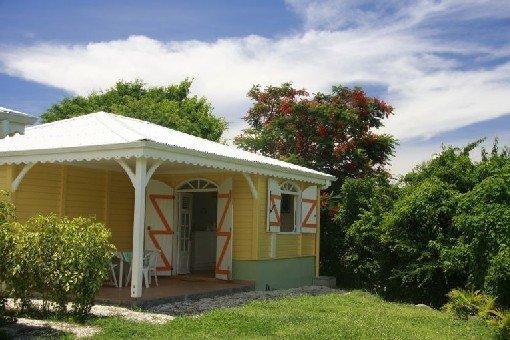 Charmants bungalows  à 2 minutes à pied de 2 plages, holiday rental in Sainte-Luce