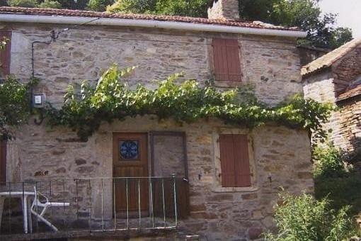 A Riols maison restaurée dans un hameau pitoresque du Haut languedoc, holiday rental in Saint-Vincent-d'Olargues