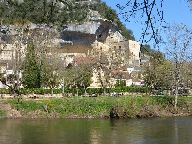 Au coeur du village de l'homme de Cro-magnon, proche de tout commerces, musées., vacation rental in Les Eyzies-de-Tayac-Sireuil