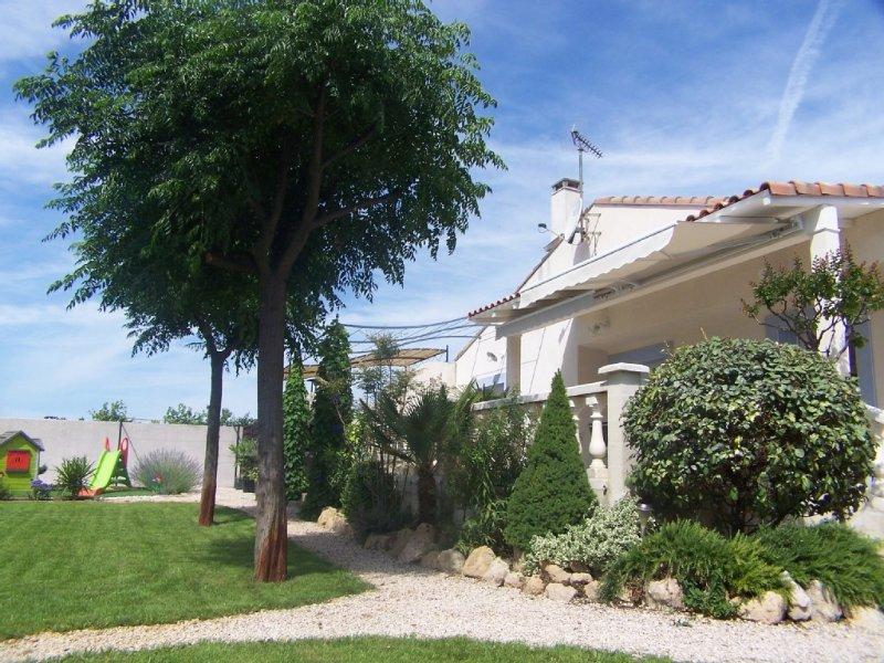 VILLA LATTES SITUEE ENTRE MONTPELLIER ET LA PLAGE CALME ET TRANQUILITE, holiday rental in Montpellier