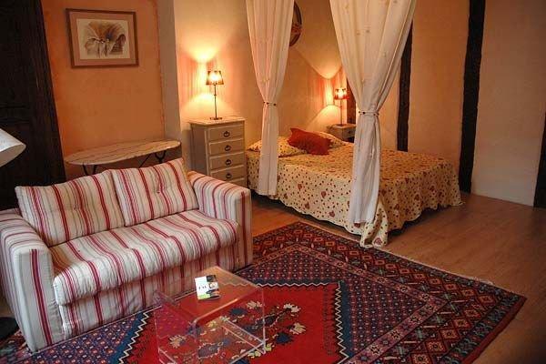 Appartement de charme  pour 2 p dans le centre Unesco Wi-Fi, vacation rental in Lescure-d'Albigeois