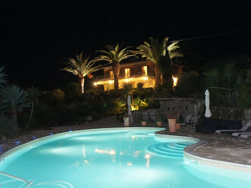 PARADISE VILLA IN THE SOUTH OF ITALY WITH BEAUTIFUL POOL, location de vacances à Province of Cosenza