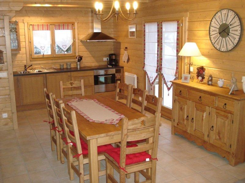 Chalet 8 personnes toutes charges incluses,très bien situé,proche des commerces., vacation rental in La Bresse