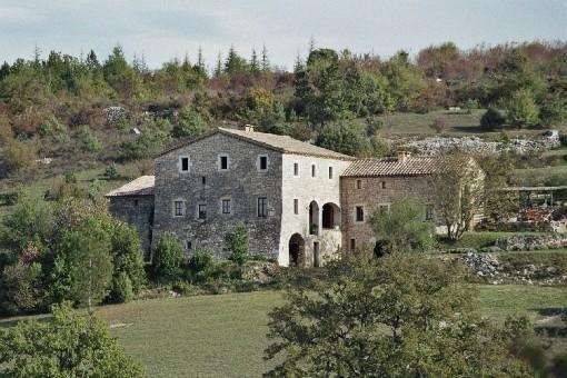Maison independante faisant partie d'un vieux mas du XVII ème siècle, holiday rental in Mejannes-le-Clap