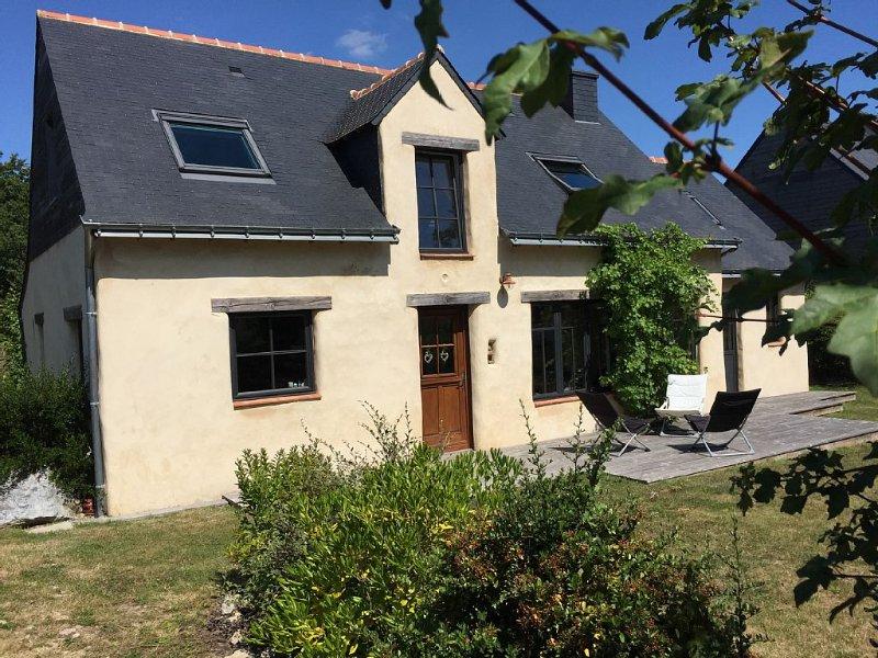 Maison de charme en bois chanvre et chaux entre Mer, rivières et campagne, holiday rental in Pluneret