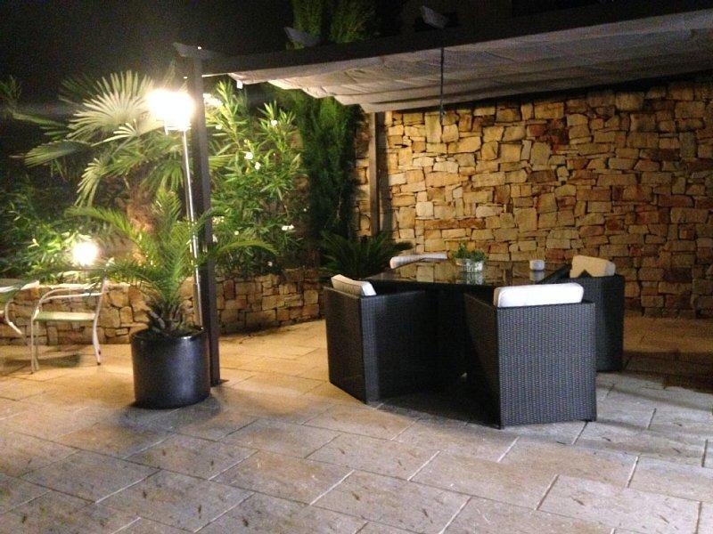 Maison entre mer et montagne -piscine chauffée - équipement haut de gamme, holiday rental in Ustaritz