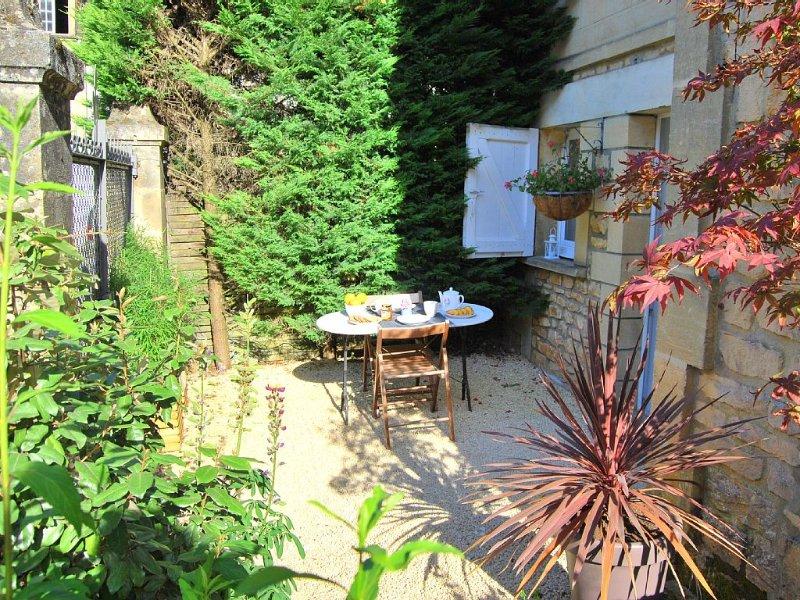 BEL APPARTEMENT LUMINEUX ET ZEN A 5 MN A PIED DE LA CITÉ MÉDIÉVAL, vacation rental in Saint-Andre-d'Allas