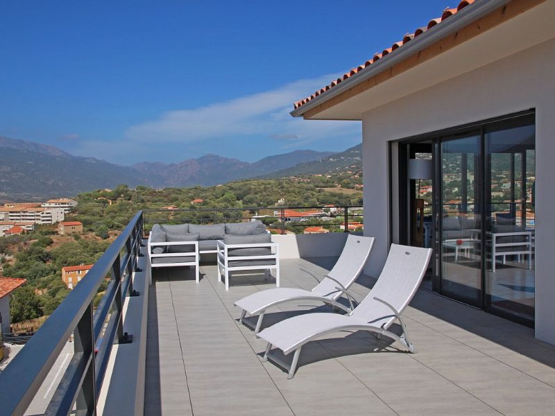 T4 standing (4*), dans résidence neuve, vue sur golfe du Valinco grande terrasse, vacation rental in Propriano