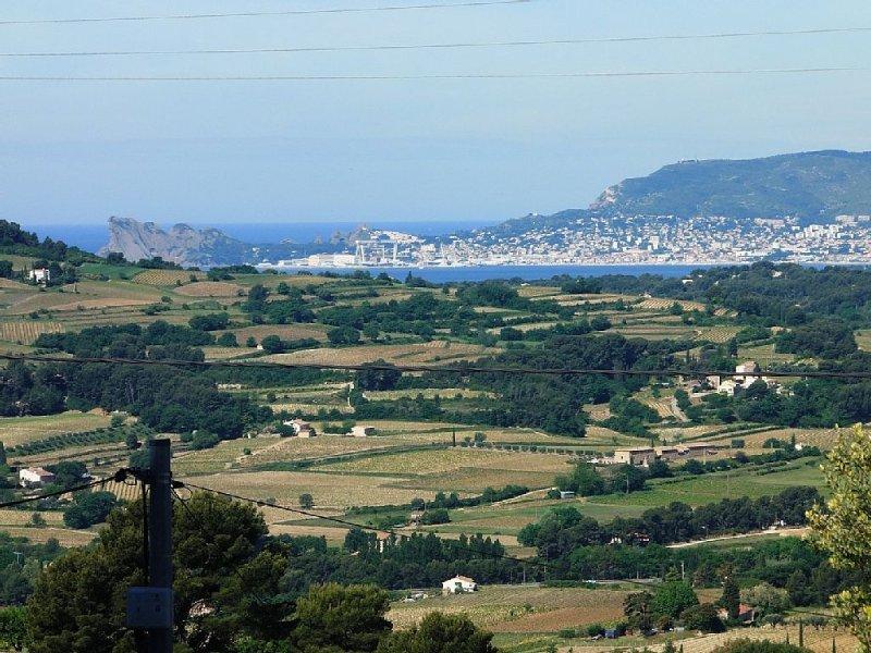 MAISON BANDOL 2 PERSONNES CLIMATISATION PISCINE, vacation rental in Le Beausset