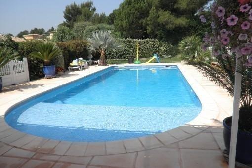 Appartement dans villa avec piscine, jardinet , barbecue etc..., holiday rental in Saint-Raphael