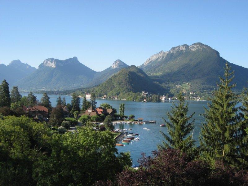 Rare! Maison 4* Vue exceptionnelle, Ponton Privé, Bouée d'amarrage, lac d'annecy, holiday rental in Echarvines