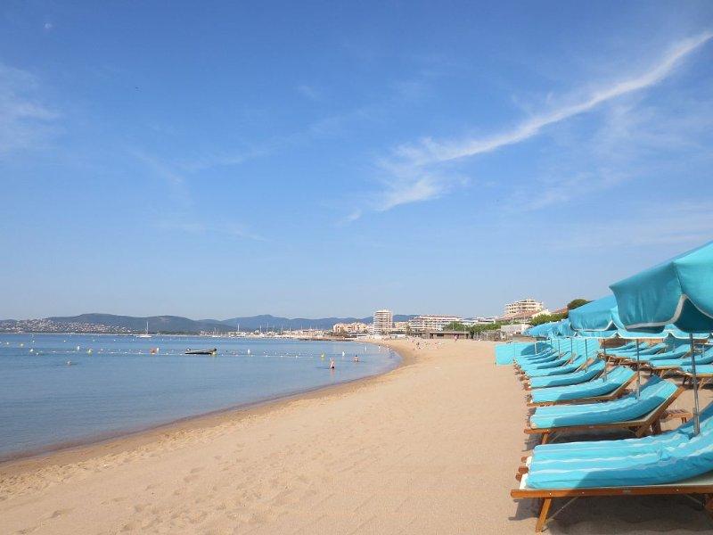 PROMO 4/07 au18/07  A-deux pas- du sable fin! Clim, Wifi, parking,2 terrasses., location de vacances à Fréjus