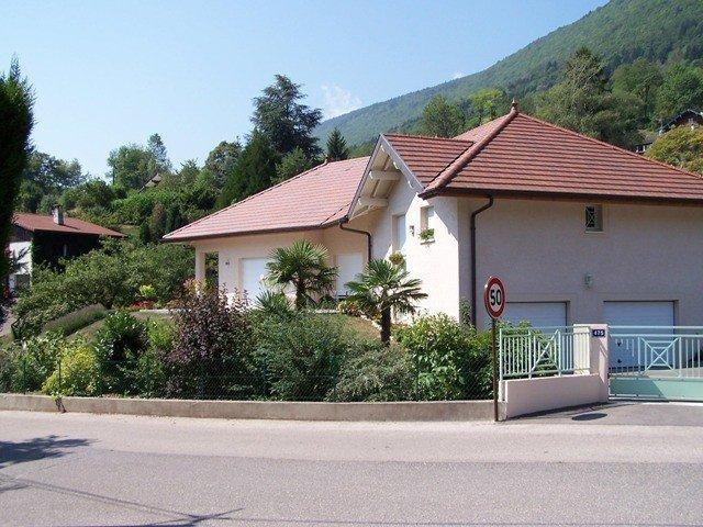 APPARTEMENT T2  DANS VILLA  A 500M DU LAC, location de vacances à Quintal