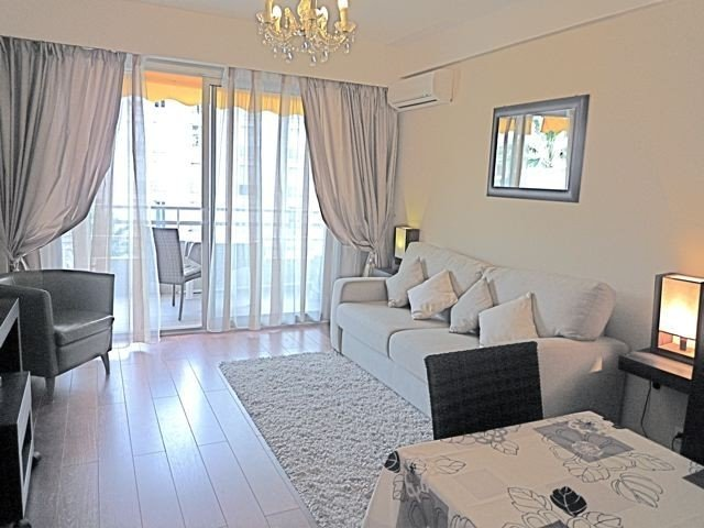 Studio terace  in Cannes, quiet, 50m away from th, holiday rental in Cannes