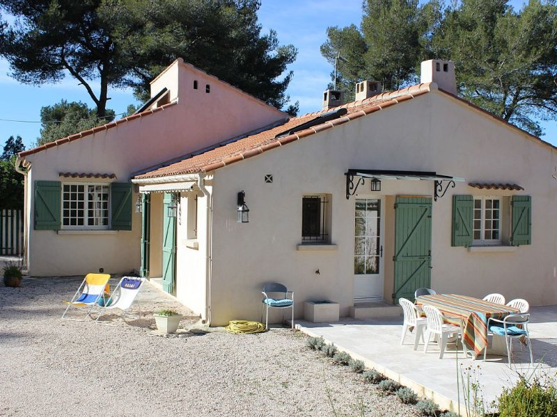 Maison de charme en pleine nature à 8 km de Cassis, vacation rental in Cuges-les-Pins