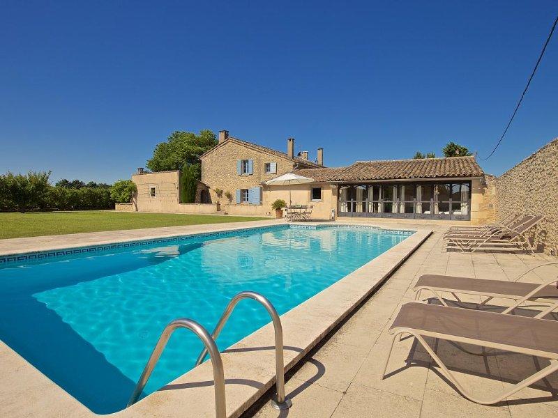 Jolie et spacieuse maison rénovée avec soin, tout confort, holiday rental in Cavaillon