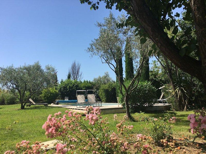 Charmante maison avec Piscine chauffée au calme,Lac,mer,golf, location de vacances à Tourrettes