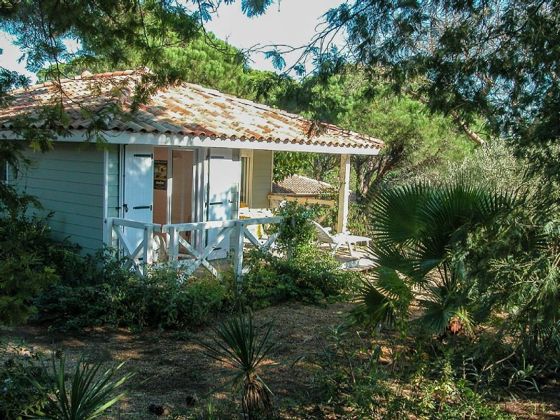 House *** 4/6 pers. St Tropez in quiet park, Ferienwohnung in Saint-Tropez