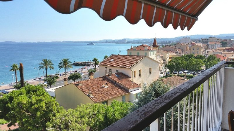 New in July 2016! Balcony facing the sea, three rooms (76m2), private parking, alquiler de vacaciones en Cagnes-sur-Mer