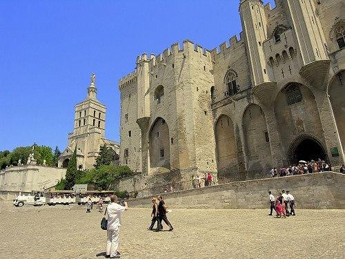 Dans le centre historique d'Avignon, agréable F3 de standing,, holiday rental in Avignon