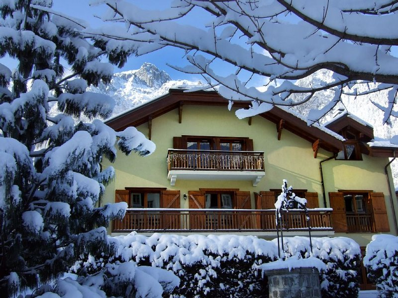 Little Savoyard. Luxurious appt 110 m² in the heart of Chamonix. 6 pers. Calm., vacation rental in Chamonix