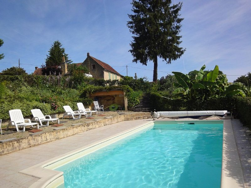 Au coeur du Périgord noir, ancienne ferme avec vue panoramique, holiday rental in La Chapelle-Aubareil