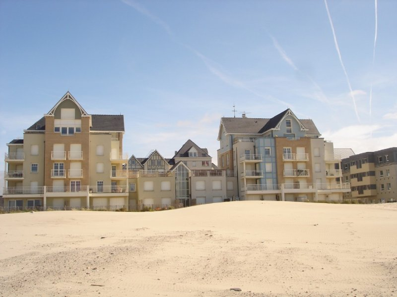 apartment newest beachfront with wifi, casa vacanza a Rang-du-Fliers