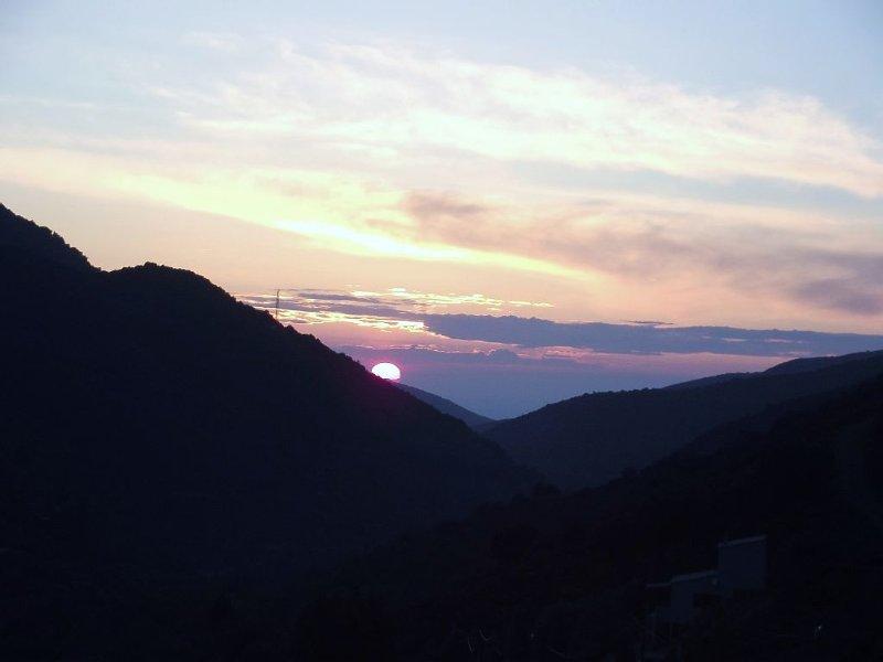 coucher de soleil sur  mer , vue de la terrasse de la villa !