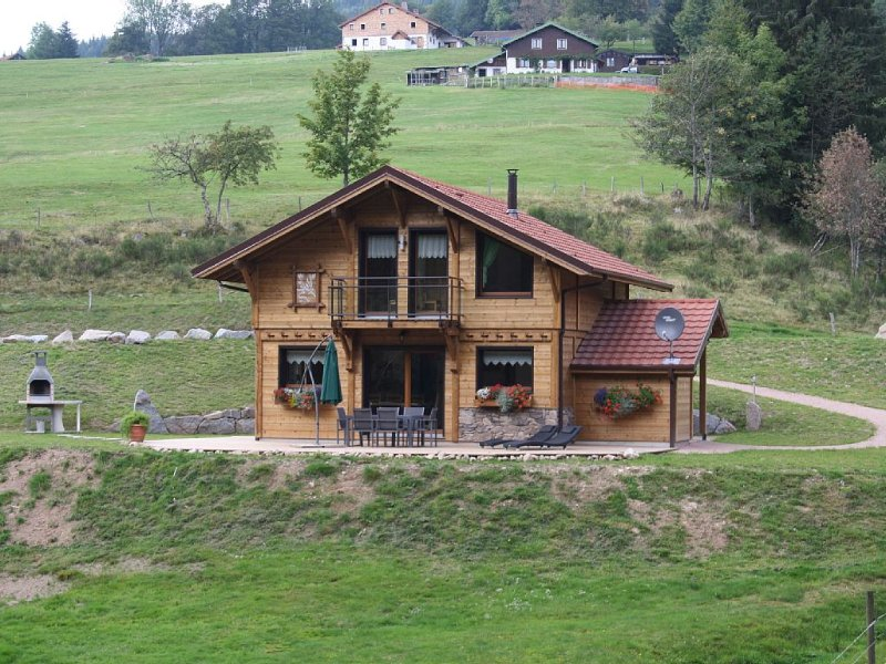 Chalet 2 to 6 people, accep animals, Wifi, 10 minutes from Gerardmer and La Bre, holiday rental in Le Valtin
