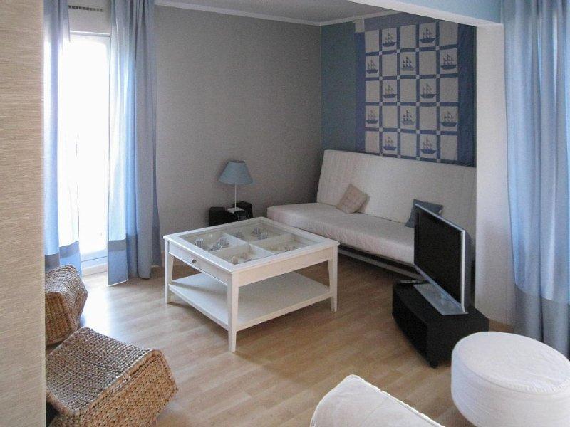 BEL APPARTEMENT lumineux et calme, balcon, pkg. A pied, parc avec jeux et PLAGE., vacation rental in Arcachon