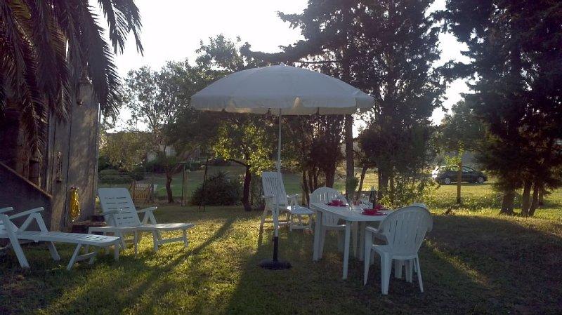 Haut de maison  ,climatiseur, entrée indépendante , jardin privatif, parking, holiday rental in Serra-di-Ferro